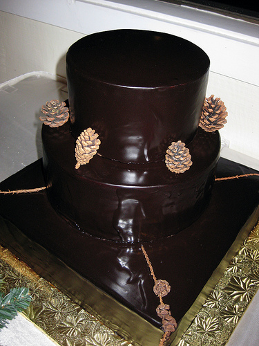 dark chocolate wedding cakes wedding cake with chocolate ganache with pomegranate 13339